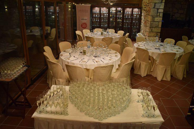 #καρδιά #heart #oneheart #two_hearts_beat_as_one #champagne #σαμπάνια #αίθουσα #κτήμα #γάμος #δεξίωση #indoors #beautifulplace #venue #weddingreception #glasses #heart_of_glass #decoration #διακόσμηση #wedding