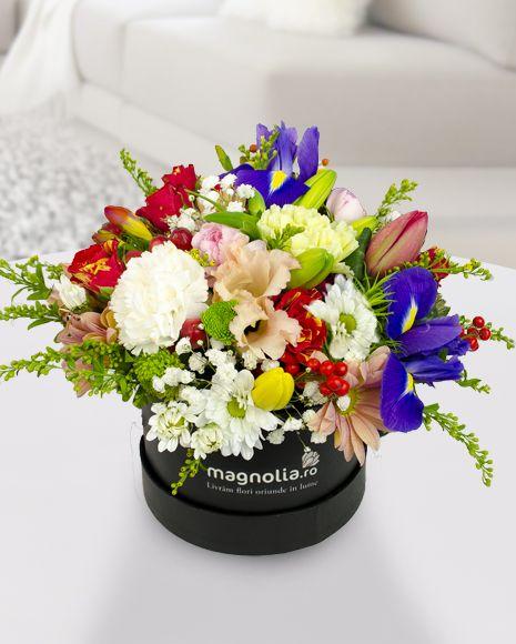 Aranjament floral in cutie. Culori minunate ce creeaza o compozitie extrem de atractiva!