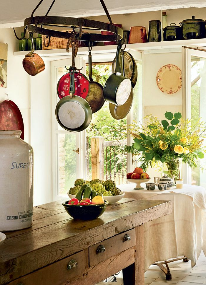 I love the different pots and pans and all the sunlight coming in, the warm coloring makes me happy :-)