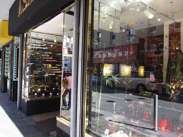 Pomysł na własny biznes: Jakie warunki musisz spełnić chcąc otworzyć sklep zielarski?