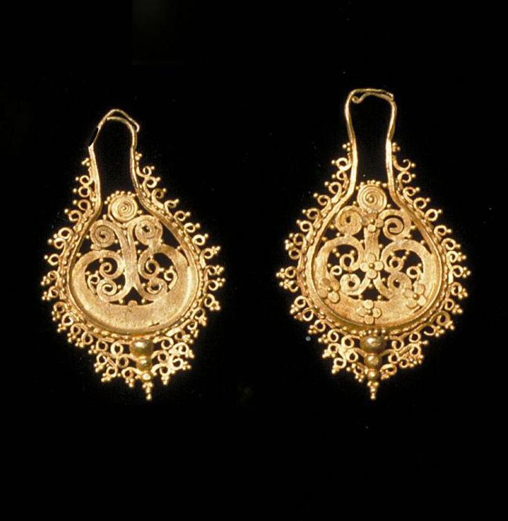 Indonesia Flores Island Pair Of Earrings Gold 19th Century