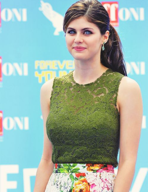 Alexandra Daddario Photos