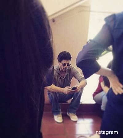 Is Shah Rukh Khan Playing Pokemon Go At Aryan's Orientation Programme