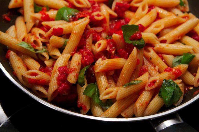 Arrabiata is een smakelijke, vrij pittige Italiaanse tomatensaus. Ons snelle en…