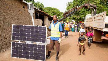 El artista Akon quiere hacer lo que nadie ha hecho, proveer de energía solar a 600 millones de africanos