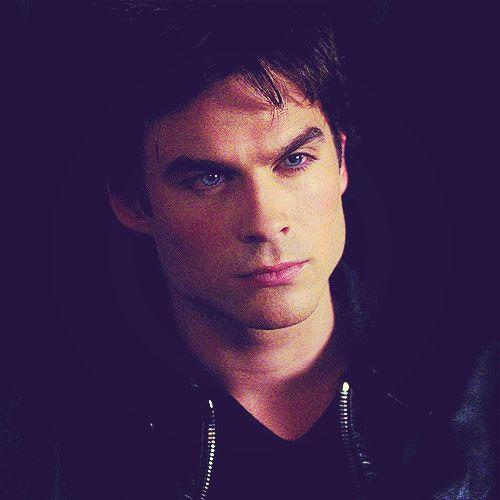 Damon ♥ Cara, na boa ele é lindo demais nossa pressão até caiu agora.