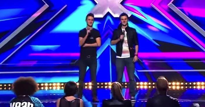 De tweelingbroers waren slechts 22 jaar oud toen ze besloten auditie te doen voor Australia's Got Talent en wat ben ik blij dat ze dat hebben gedaan; hun achtergrond is even krachtig als hun optreden.