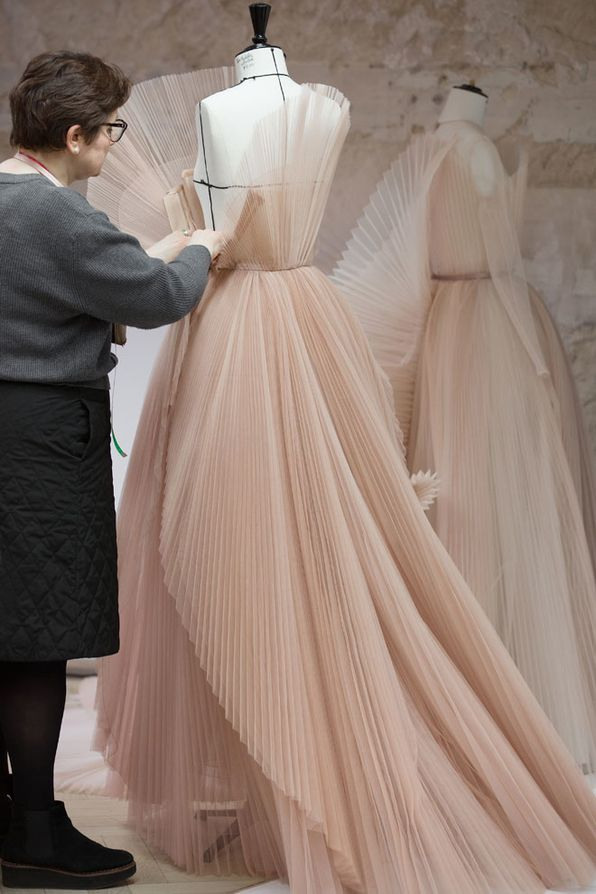 4005b74578 Behind the scenes: Dior's hand-pleated couture dress | Tulle Bridal ...