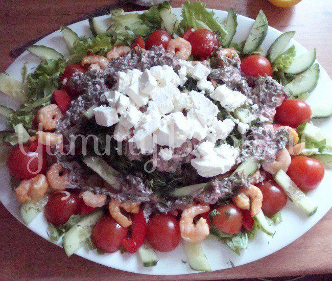 "Салат с огурцами, креветками и соусом "" Гуакамоле"""