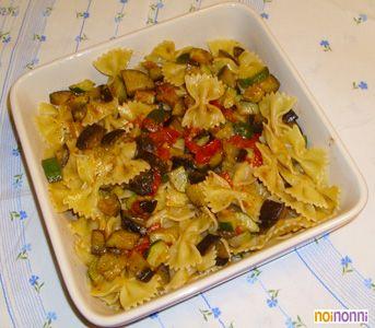 Pasta con zucchine e melanzane saltate con pomodorini