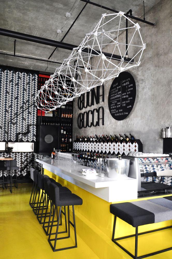 White corian bar Gallery of BUONABOCCA Italian Winebar / STUDIO RAMOPRIMO - 13 무채색 계통의 주방의 바닥에 유채색에서 채도가 가장 높은 노란색을 써서 대비를 느끼게 하여 바닥에 생동감을 주었다