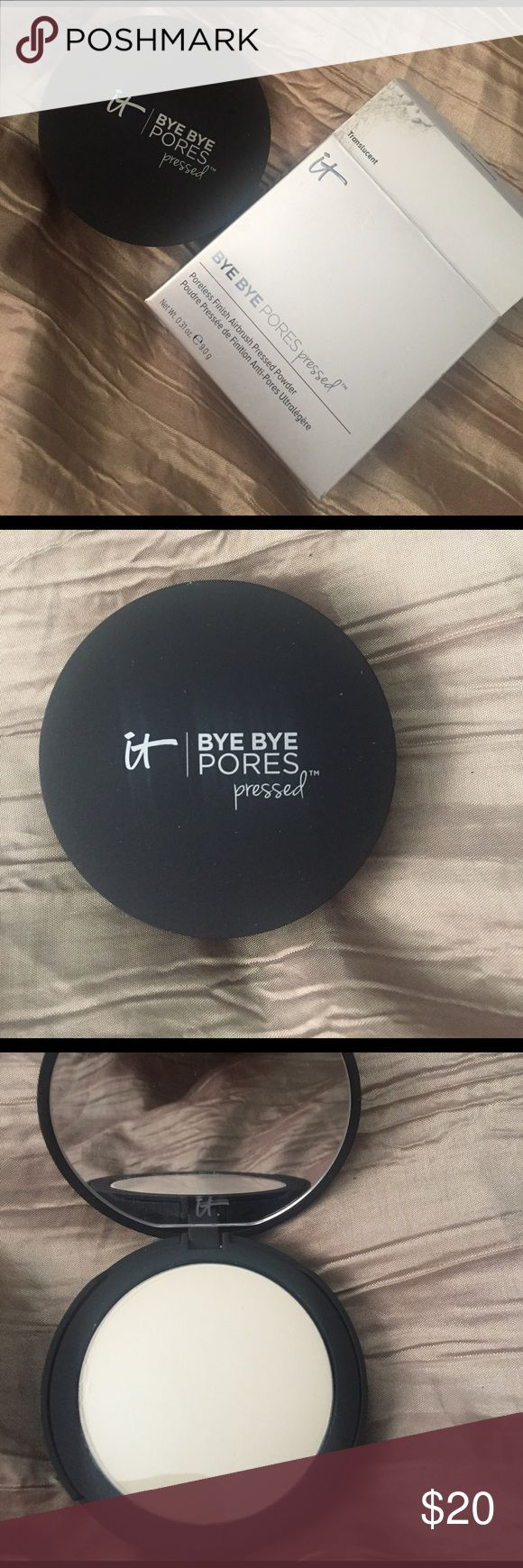 IT Cosmetics Bye Bye Pores Pressed Powder IT Cosmetics best selling Translucent Powder. Helps erase the look of pores and fine lines. Good for all skin types. Pressed Powder that comes in a sleek compact with an included sponge. Contains silk, hydrolyzed collagen, antioxidents and peptides. Developed by plastic surgeons and dermatologists and is talc free, paraben free and cruelty free Sephora Makeup Face Powder