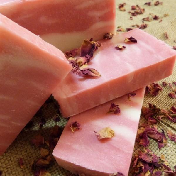 Conheça todos os benefícios deste sabonete bem cheiroso para a sua pele! #sabonete #pele #rosamosqueta
