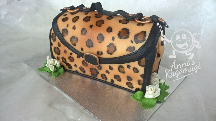 I am very happy with this one. Mudcake bag with marzipan. Handpainted leopard print.
