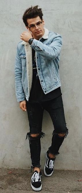 79c4d079b1 Street style inspiration with a printed black t-shirt light wash shearling  lined denim jacket