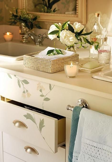 Romantic home decorating ideas in vintage style amplified for Small romantic bathroom ideas