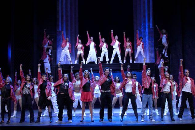 Hoy no me puedo levantar és un musical basat en les cançons del grup musical espanyol Mecano. L'espectacle tracta de ser un reflex de 'La Moguda Madrilenya', que es va caracteritzar per iniciar un profund canvi en la forma de vida establerta fins llavors, especialment entre els joves.