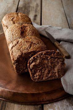 Desde que hice por primera vez el pan de molde en casa, nunca más lo hemos comprado. Hacer pan es un auténtico placer sobre todo por los buenos resultados que da.Esta receta no se tarda nada en hacerla y los resultados son fantásticos. Como tostadas para el desayuno está riquísimo y cualquier sandwich por sencillo …