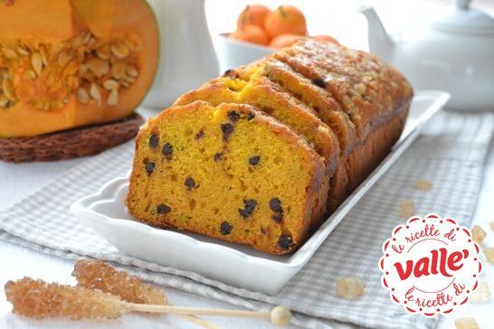 Penso che si dovrebbe usare la zucca più spesso nella preparazione delle torte: la sua consistenza cremosa dà una consistenza piacevolissima...  #autunno