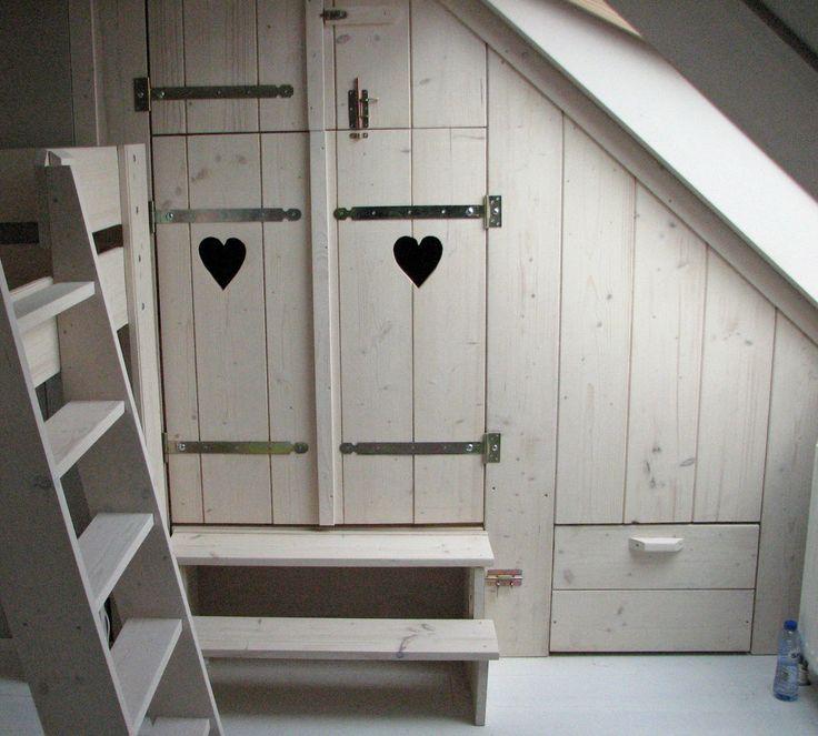 Bedstee in nis met bovenkast beneden 1 lade en een luik achter het trapje voor opbergruimte - Loft bed met opbergruimte ...