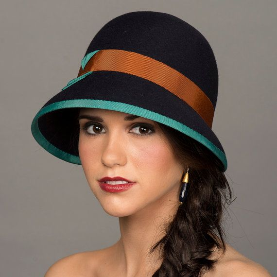 Classic Cloche Hat in Navy Fur Felt with Grosgrain door millistarr