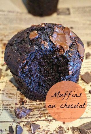 Une recette de muffins au chocolat extra moelleux aux énormes pépites de chocolat ! Parce qu'il n'y a pas de mal à se faire du bien ;)