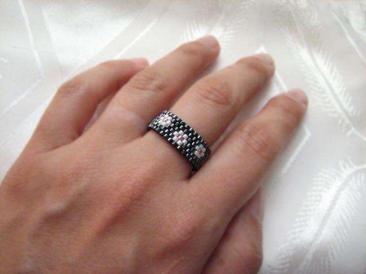 Flower peyote stitch ring