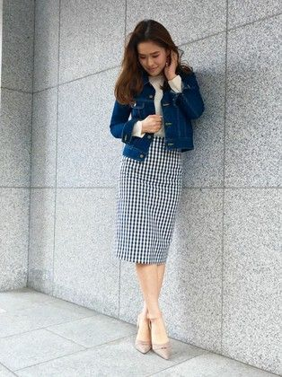 チェック柄も春らしくておすすめです!タイトスカートに取り入れ、デニムジャケットで爽やかな雰囲気に。足元には予約会でも大人気のパンプス♪セパレートデザインなので、サンダル感覚で夏まで履けそうです!