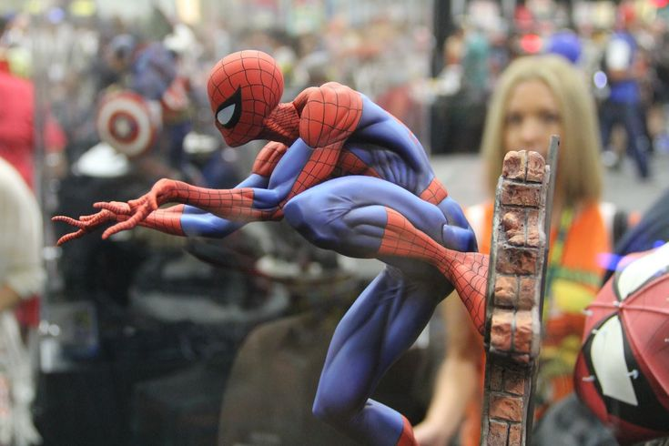 Spiderman, Gwen Stacy, Mary Jane Statues at San Diego Comic Con 2013