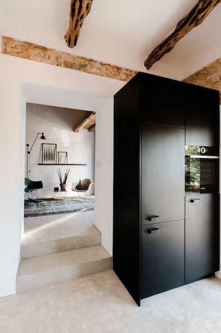 In het ruige noorden van Ibiza vonden we finca IBIZA CAMPO waar je een prachtige design casita kan huren. Hier ervaar je het authentieke Ibiza. Wat een feest om hier je vakantie door te brengen! #Spanje #Spain #traveltips #wanderlust #holaspain #holiday #vakantie #vakantiehuis #ibiza #ibizainteriors