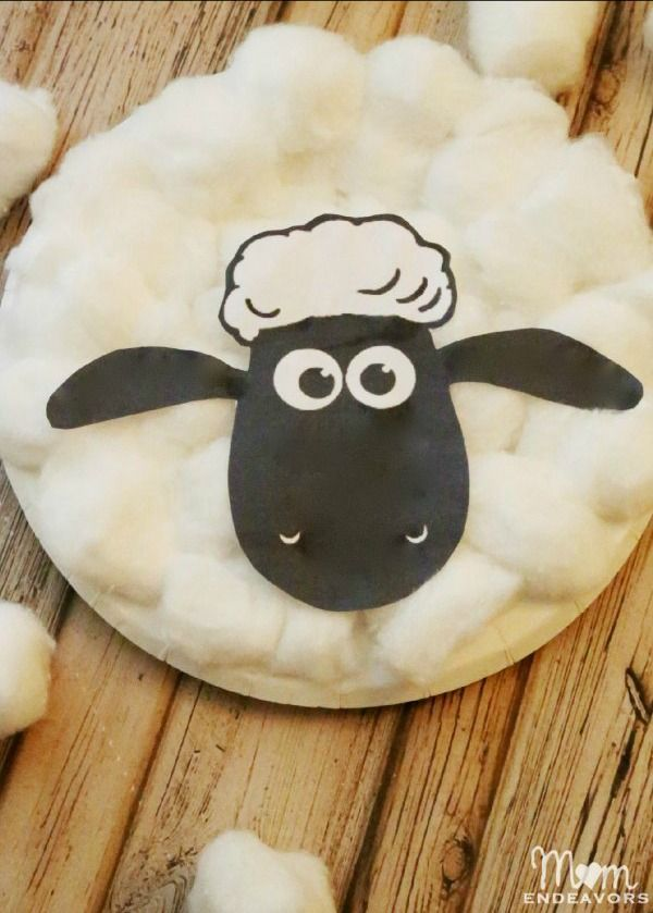 Shaun The Sheep Paper Plate Craft #ShaunTheSheeepFlock  Credit: Momendeavors.com