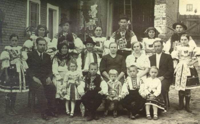 Obec Hradčovice :: Kroj 1933