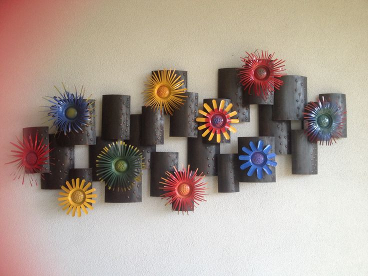 Metal flower wall hanging