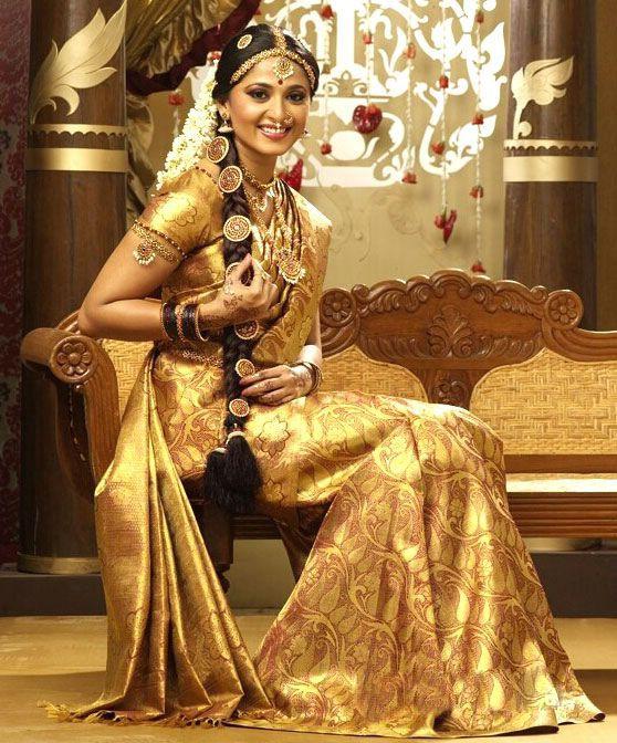 Hairstyle For Bride On Saree: Anushka In Gold Silk Saree Bridal