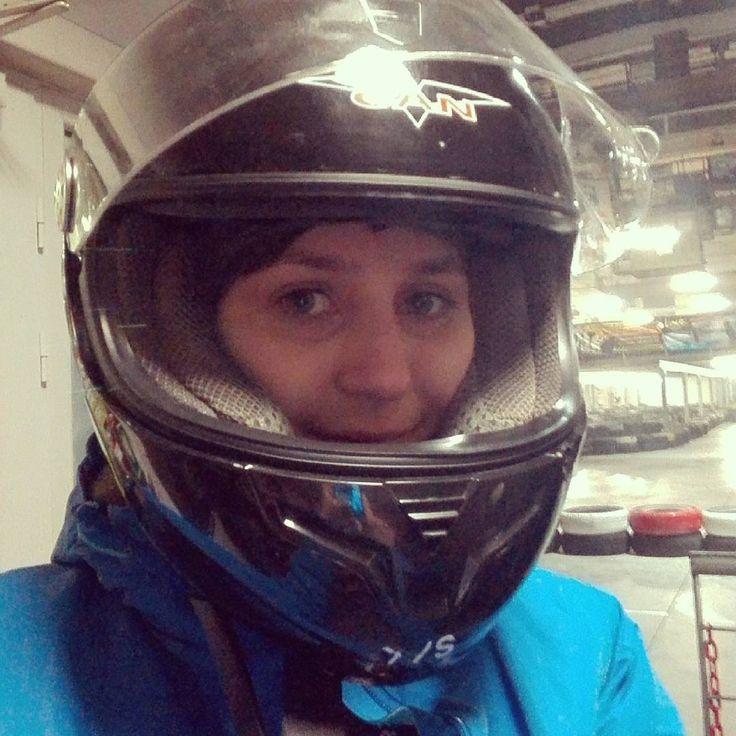 いいね!48件、コメント2件 ― dominikaさん(@domi_zzz)のInstagramアカウント: 「Gokarty mega! Zostałam fanką! #gokarty #zygzakkarting #bielskobiala #karting #kask #wyścig #zabawa…」