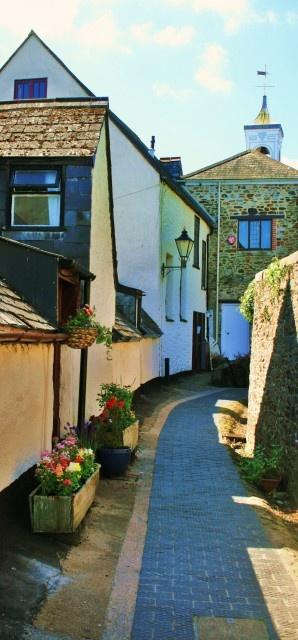 Totnes, Devon, England: Ramparts Walk.