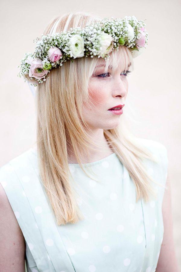 Blumenkranz Braut Schleierkraut in Kombination mit hellen Ranunkeln