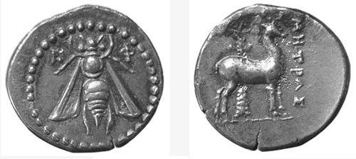 Эмблематика монет Древней Греции. ПЧЕЛА — символ Эфеса, крупного греческого города в области Иония(Малая Азия). Изображение пчелы встречается на лицевой стороне большинства эфесских монет, как правило в сочетании с изображением оленя на оборотной.