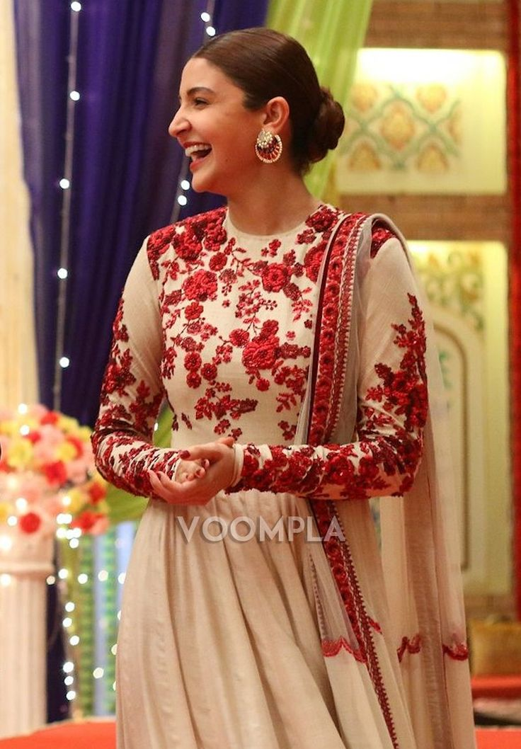 Anushka Sharma looking gorgeous in traditional outfit by Indian designer Sabyasachi. via Voompla.com