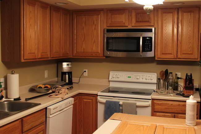 Kitchen paint colors with oak cabinets tips best color for Choice kitchen cabinets