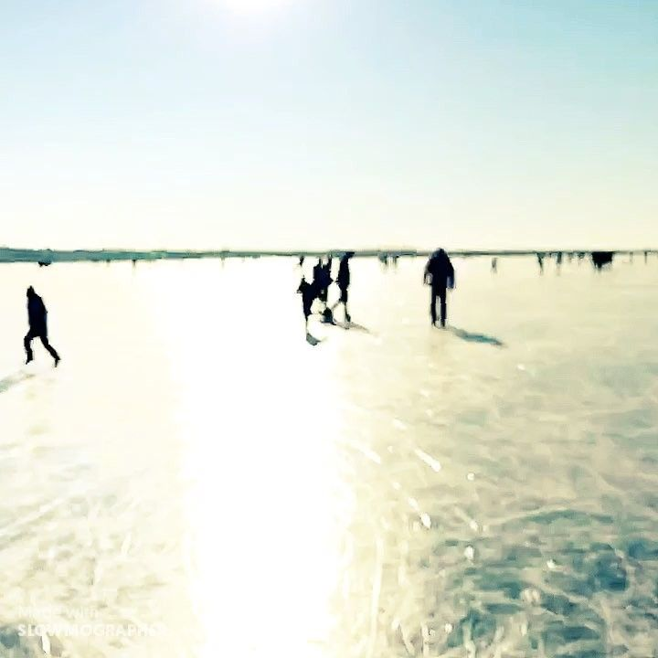 Weekend life on #frozenlake  #everydayslowmo #slowmography #slowmographer #slowmo #slowmotion #slomo #iceskating #sun #sunshine #frozen