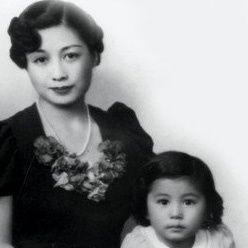 MY MOMMY IS BEAUTIFUL by Yoko Ono.   A tribute to all Mothers of the World from each of your children