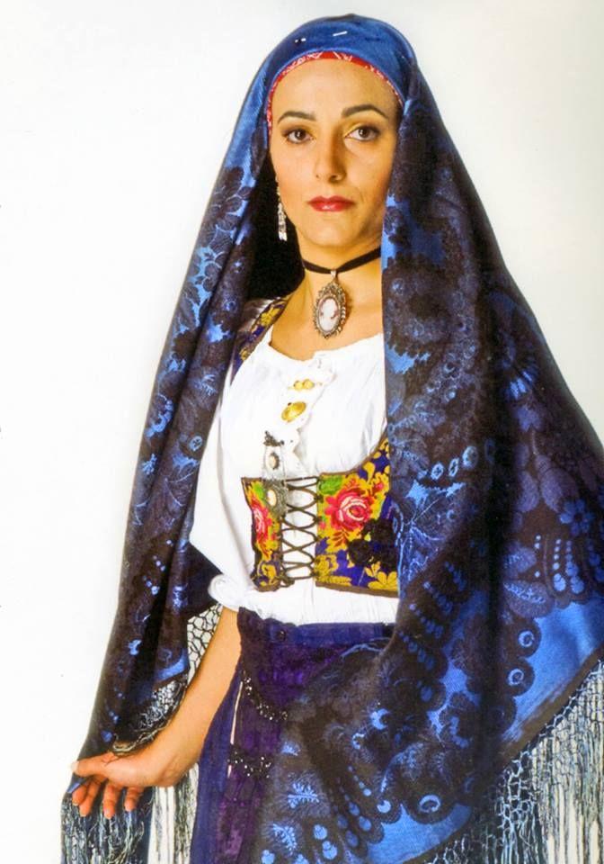 Federica Sanna indossa un costume di Villamar. Foto A. Mauri.