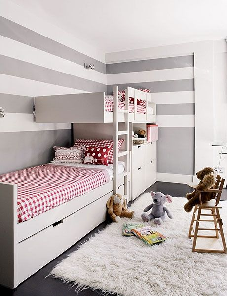 quarto de menina, cinza, branco, vermelho, beliche