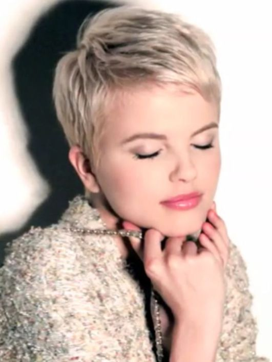 Cool short pixie blonde hairstyle ideas 10