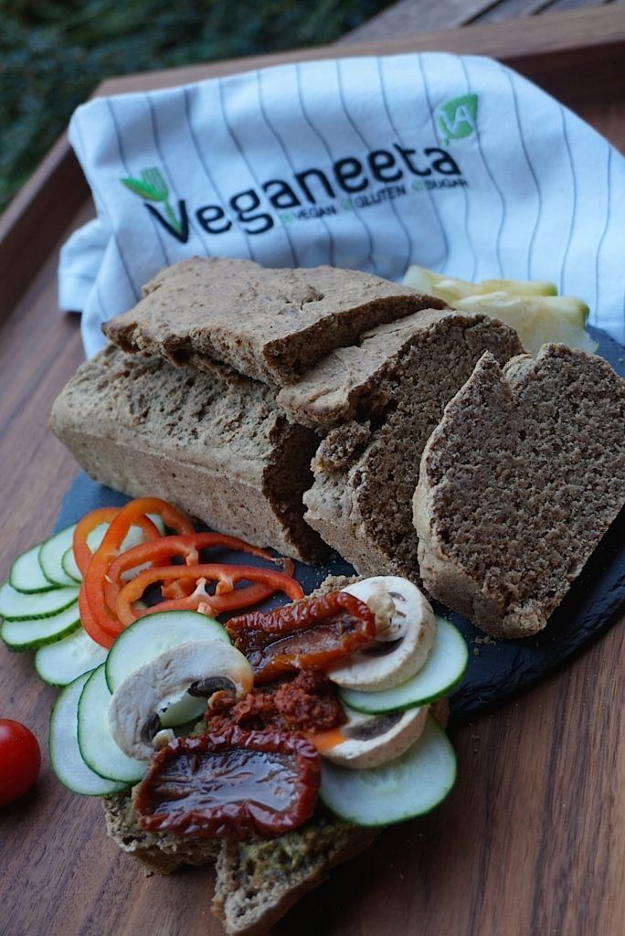 Ezt a vegán, gluténmentes kenyeret nagyon fogjátok szeretni. Veganeeta ma sem okoz csalódást ezzel a recepttel. Egyszerű elkészíteni, élvezet fgyasztani.