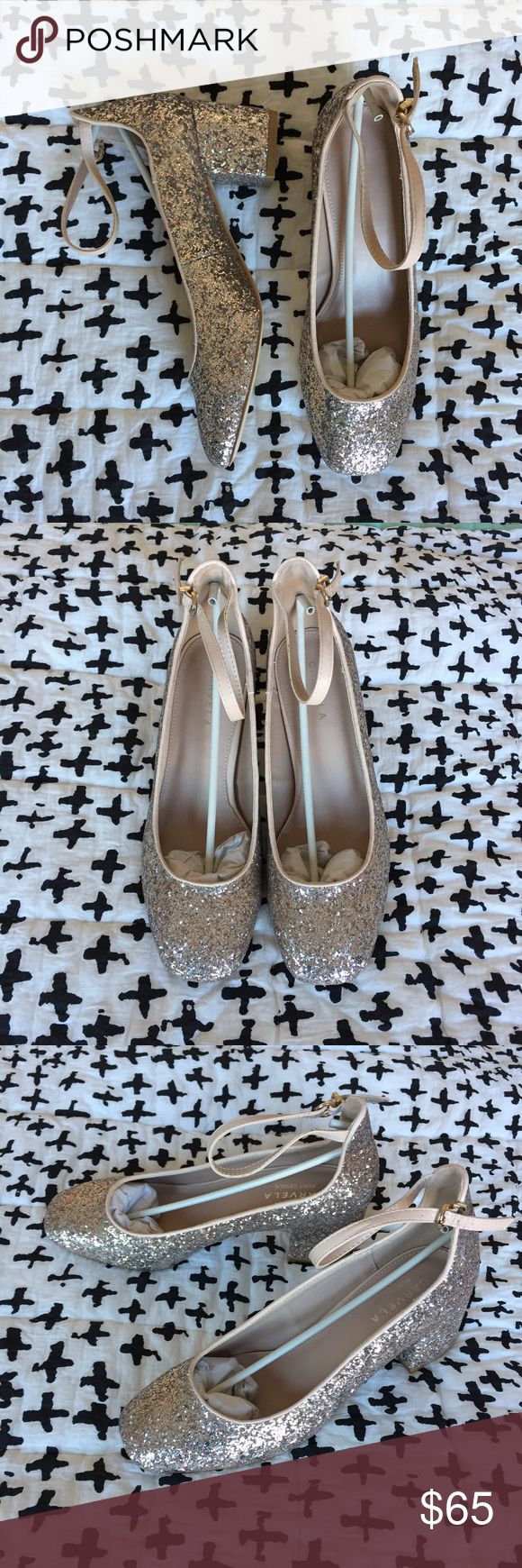 NIB Kurt Geiger Carvela Nude Glitter Mid-Heel sz39 Stunning mid-height heels from Kurt Geiger UK.  Slightly too big on me (I usually wear US 8). Never worn! Shipped with box. ASOS Shoes Heels