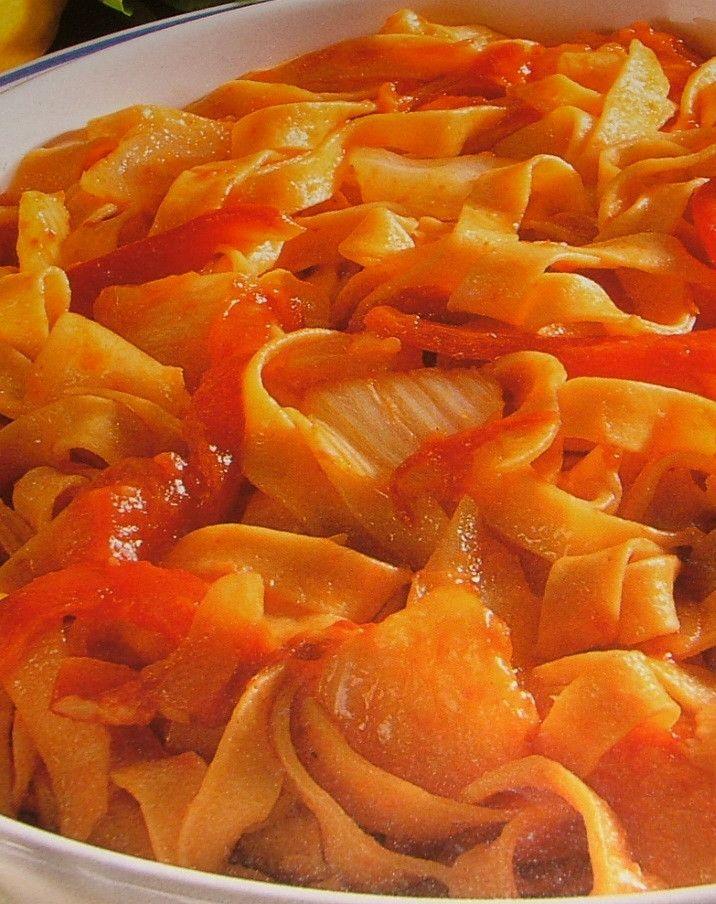 Votre recette : Tagliatelles à la tomate, au fenouil et au poivron. Dégustez cette recette de pâtes parfaites pour vos dîners en famille.