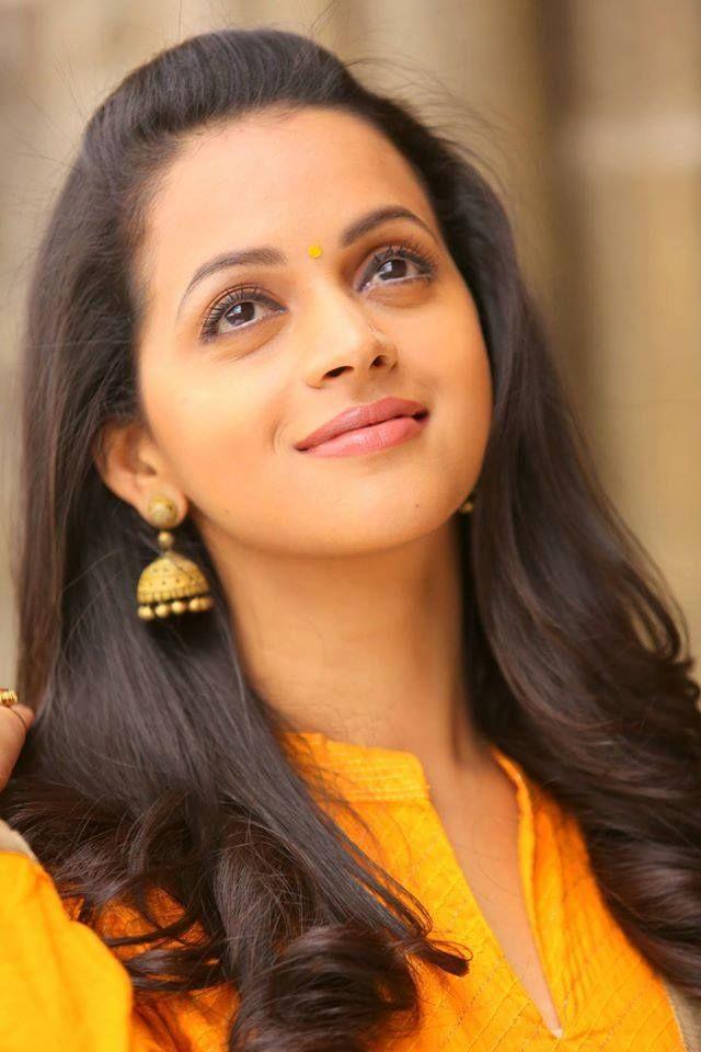 actress bhavana stills-photos-images-pictures-selfie (19)