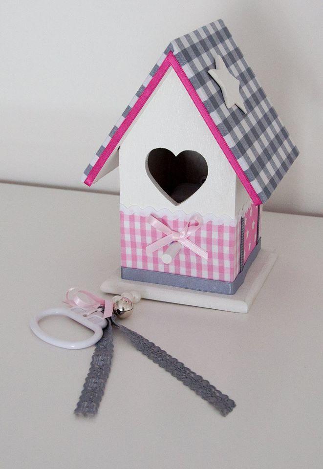 Vogelhuisje wit met roze en grijs.  Incl. muziekdoosje #vogelhuisje #kinderkamer #muziekdoosje